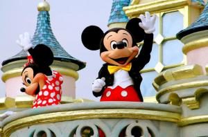Hong Kong Disneyland Admission Tour With Transfers From Kowloon Area Packages